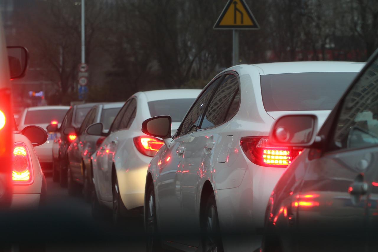 沖縄の渋滞イメージ