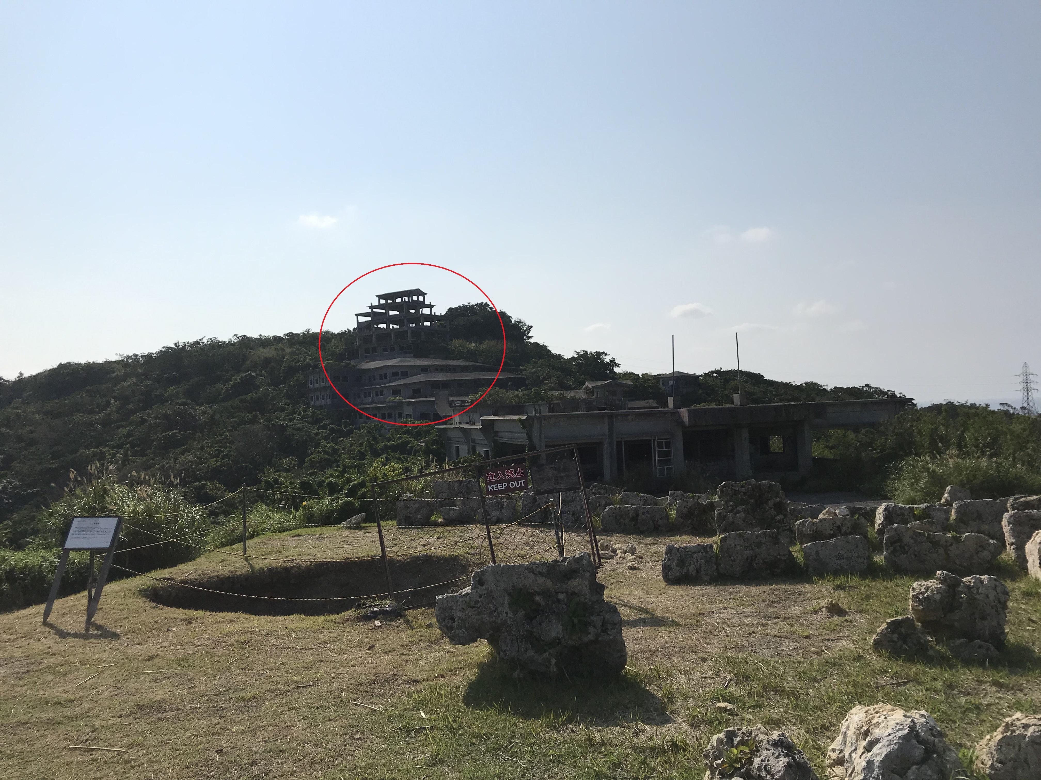 中城城跡から見える廃墟
