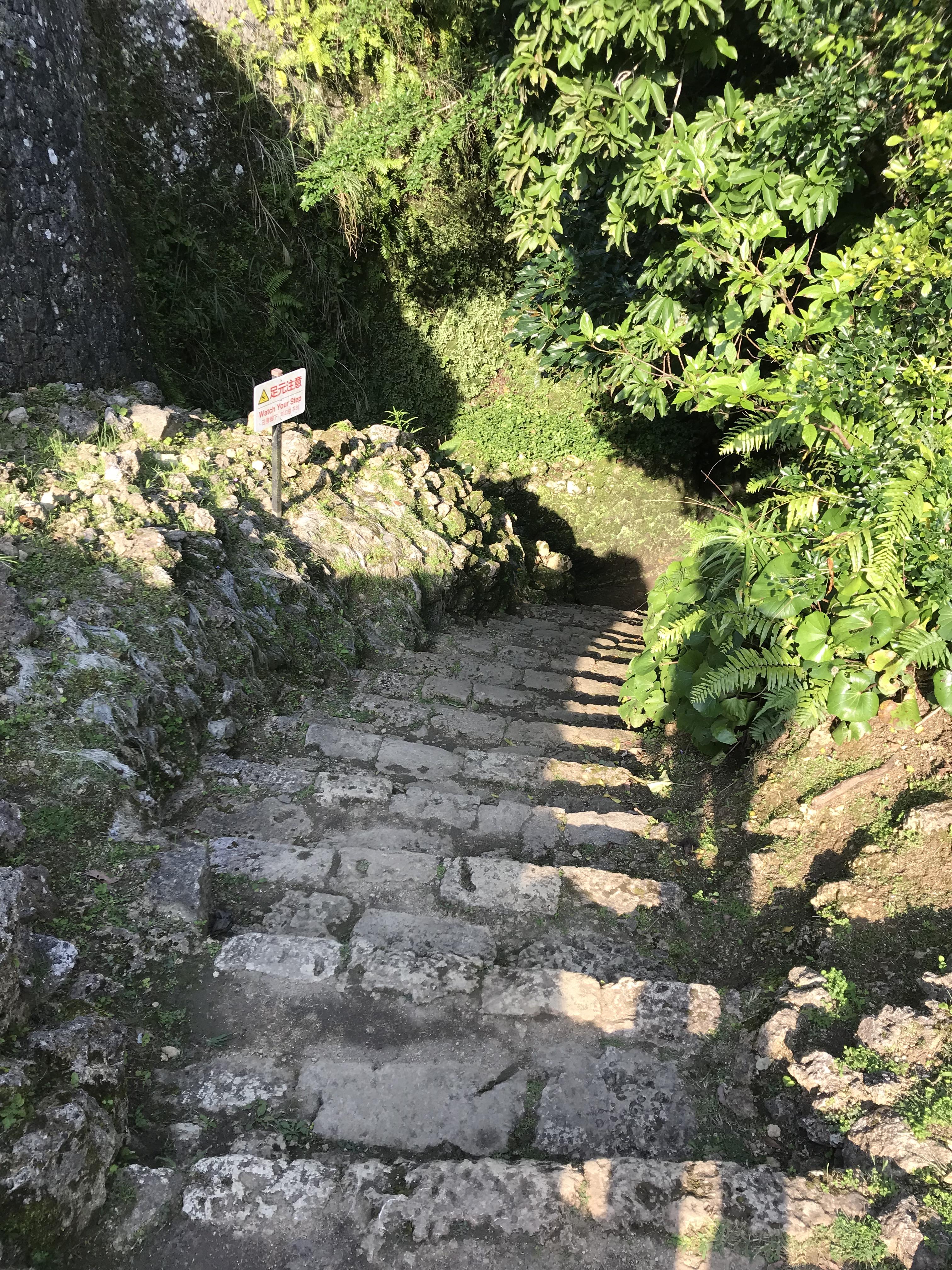 大井戸(ウフガー)へ続く階段