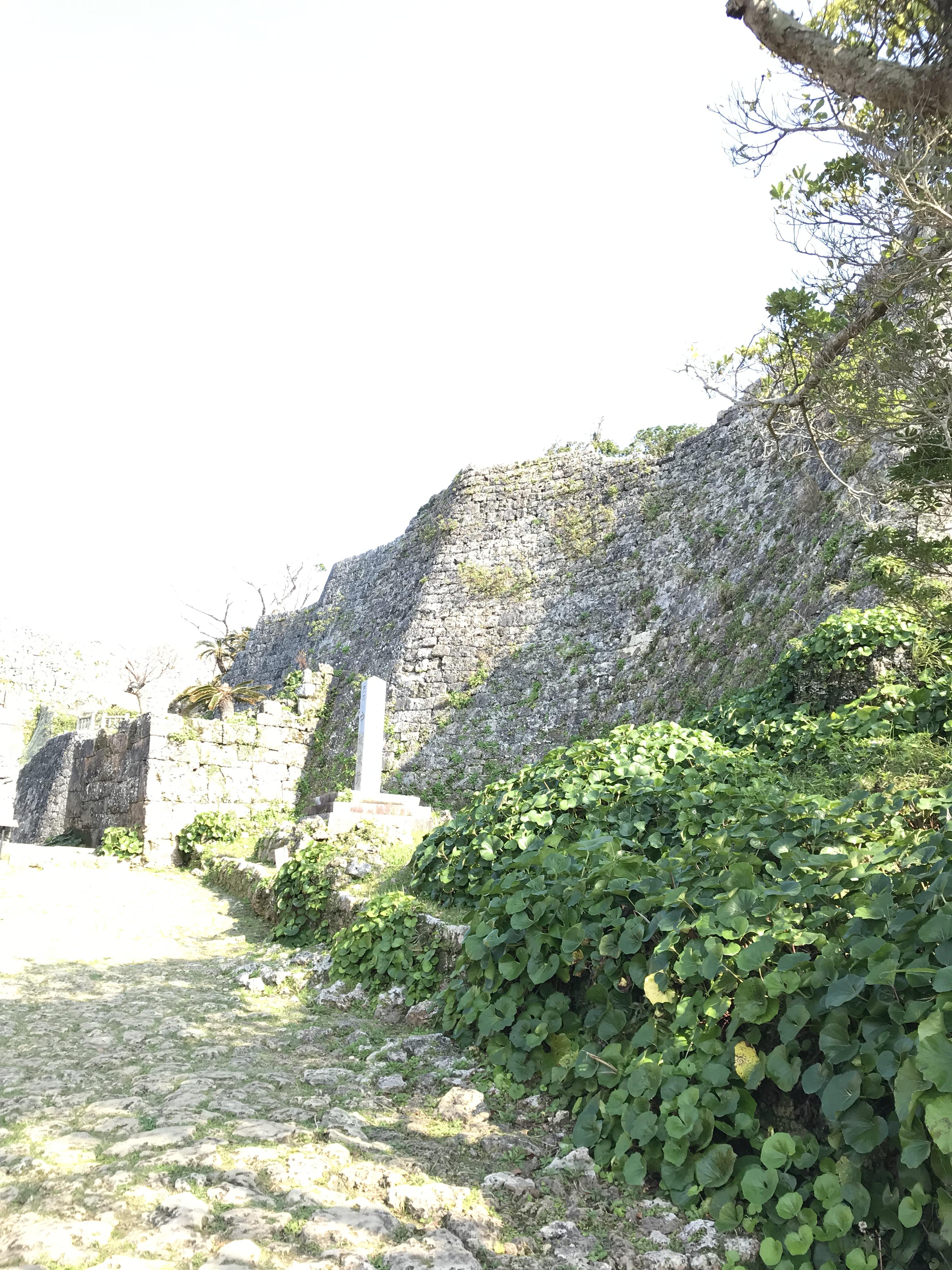 中城城跡の石積み建築